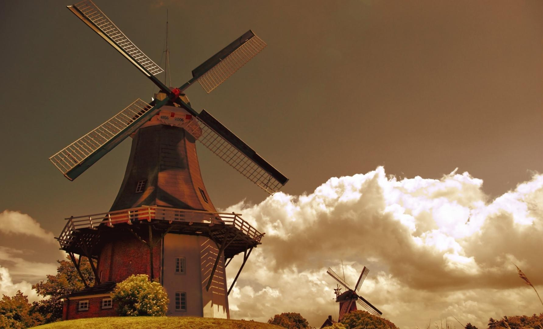 Attached Image: windmills_in_the_netherlands-wallpaper-1920x1200.jpg