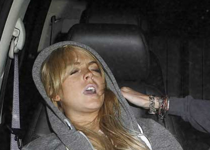 Attached Image: lindsay-lohan-passed-out.jpg