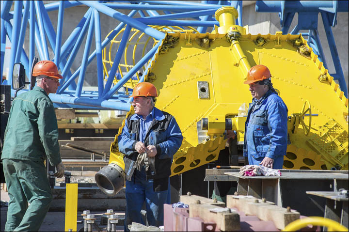 inside_vostochny_workers.thumb.jpg.e4d62
