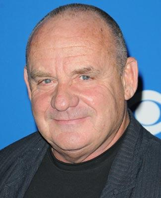 paul-guilfoyle-red-carpet-325-nc.thumb.jpg.17db2576cb77ac3697e55c666a4eb547.jpg