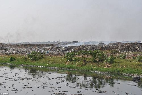 Pollution_Brokers_manage_to_ship_containers_of_illegal_e_waste_p-a-44_1429747413590.thumb.jpg.7464c1c59008512cc60826965932715d.jpg