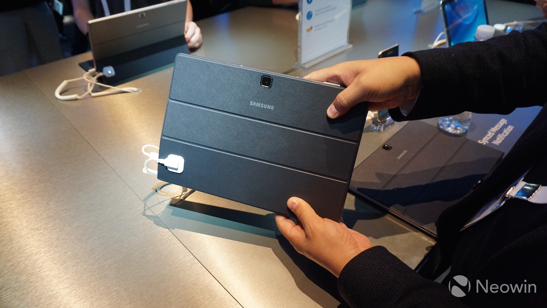 Hands On With Samsung S Galaxy Tabpro S 2 In 1 Windows 10 Tablet Neowin