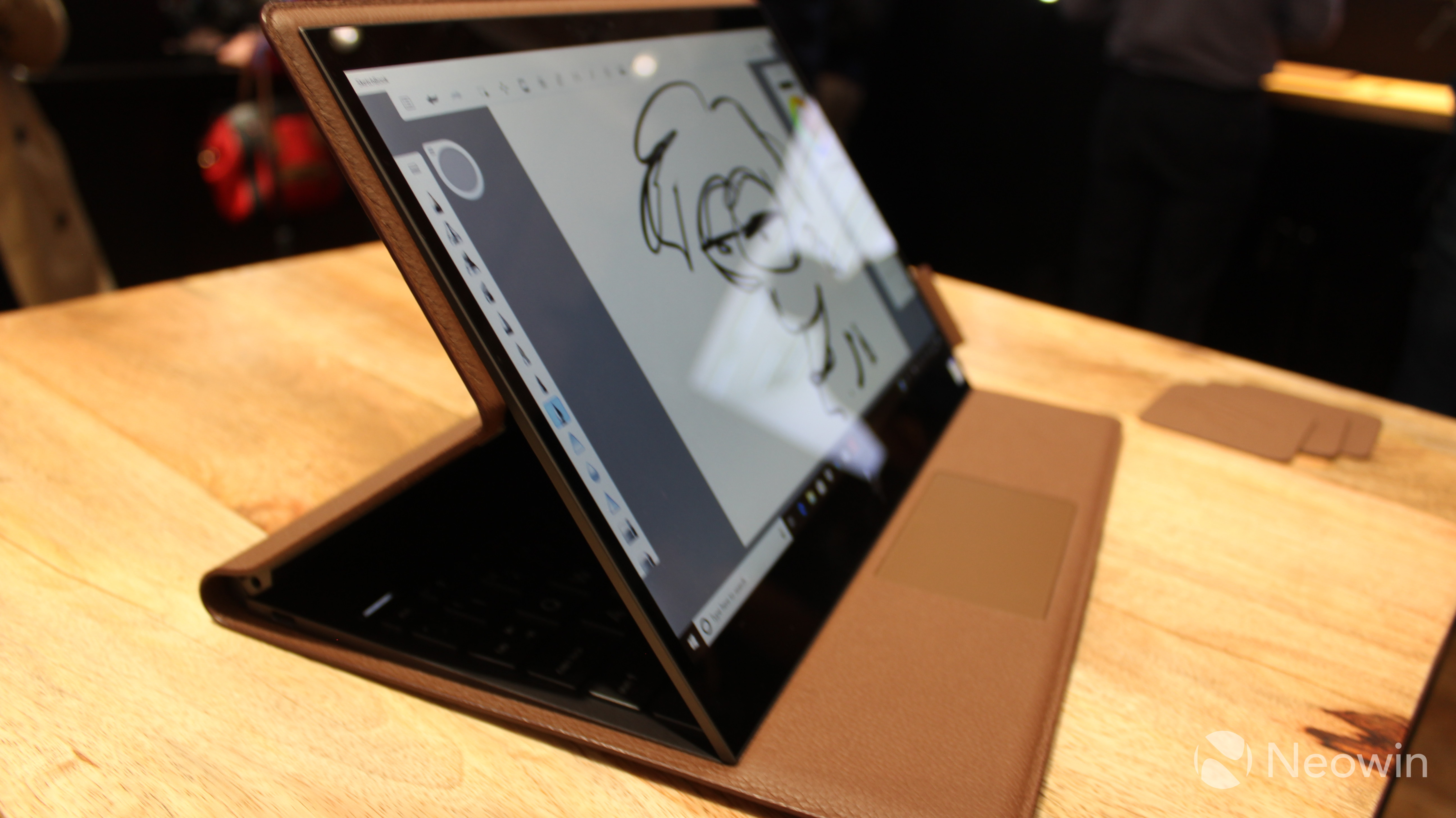 20ac44016c89 Hands on with HP's reinvented PC, the Spectre Folio - Neowin
