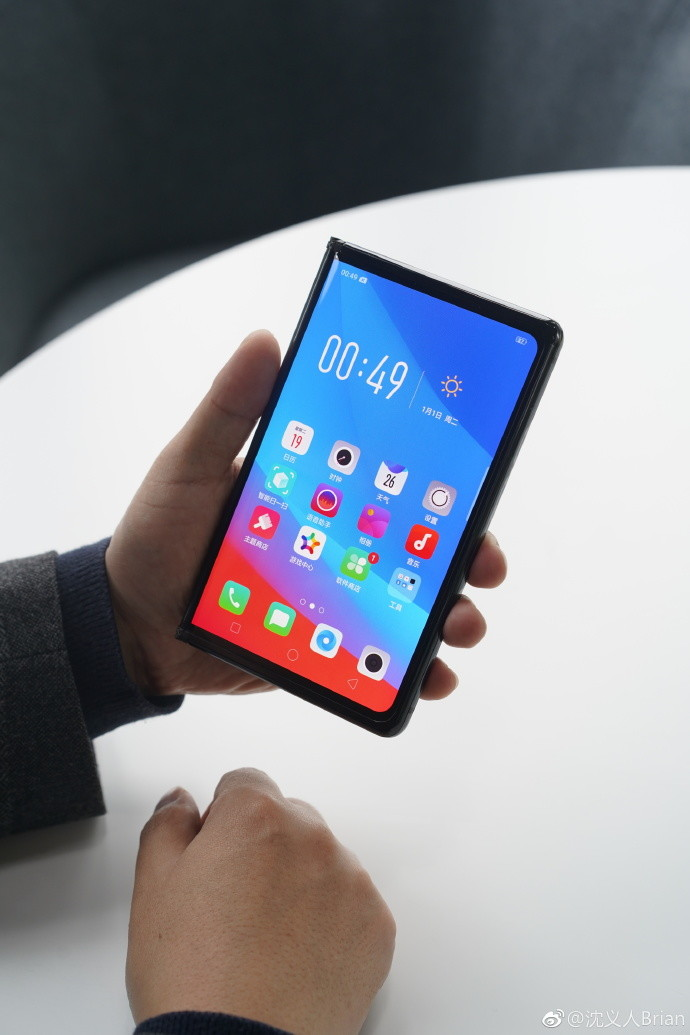 OPPO teases its Mate X-style foldable smartphone, but it won
