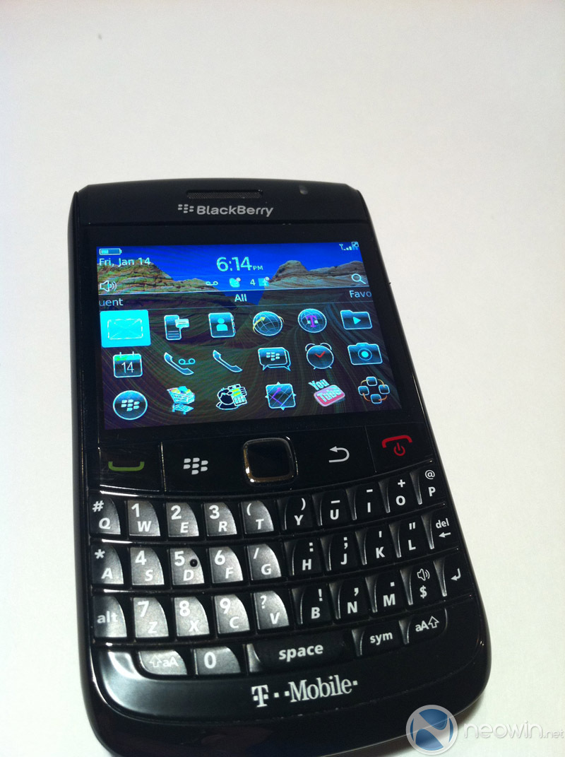 review blackberry bold 9780 neowin. Black Bedroom Furniture Sets. Home Design Ideas