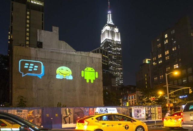 http://www.neowin.net/images/uploaded/1_6th-ave-with-empire-state-building.jpg