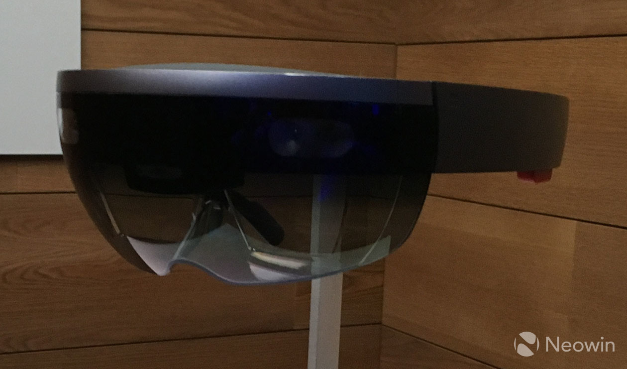 Microsoft Brings Outlook to HoloLens