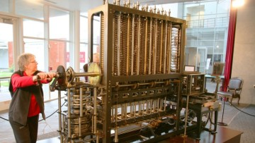 babbage_difference_engine_(being_utilised)
