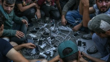 1_refugees_-_smart_device_charging