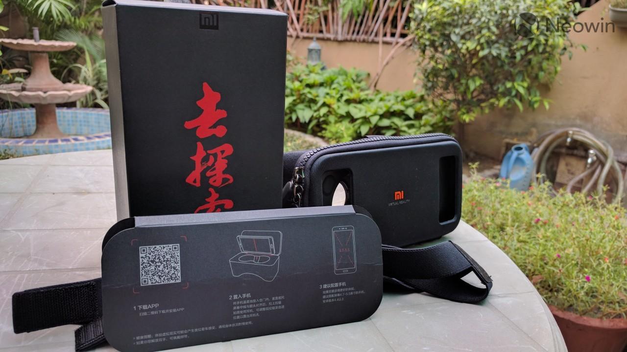 43ecc445f9d9 The Xiaomi Mi VR Play comes in a simplistic black box with