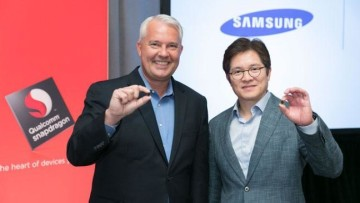 1479389995_image_keith-kressin-qualcomm-ben-suh-samsung-with-10nm-snapdragon-835.-feature