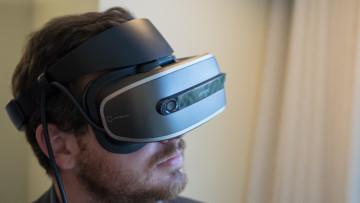 1483525691_lenovo-prototype-vr-headset-9