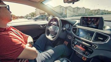 1494412192_driverless_car