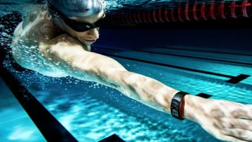 1504110052_gear-fit2-pro_lifestyle_swimming_red_2p_rgb-e1504108579742