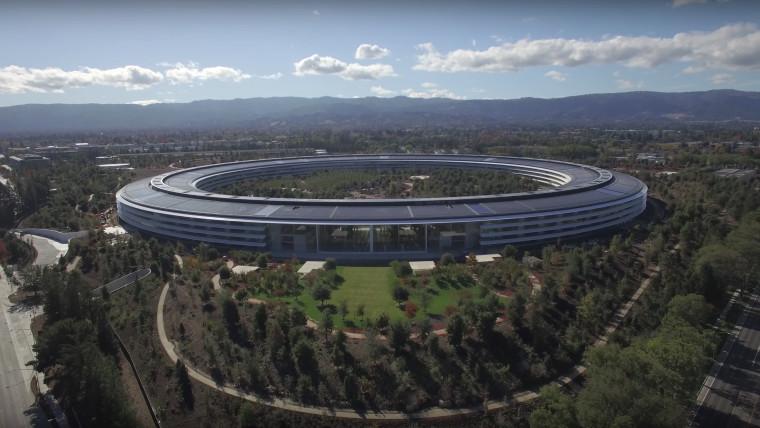 Video Drone Menunjukkan Kemegahan Kampus Apple