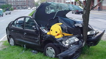 1511816921_pokemon-go-accident