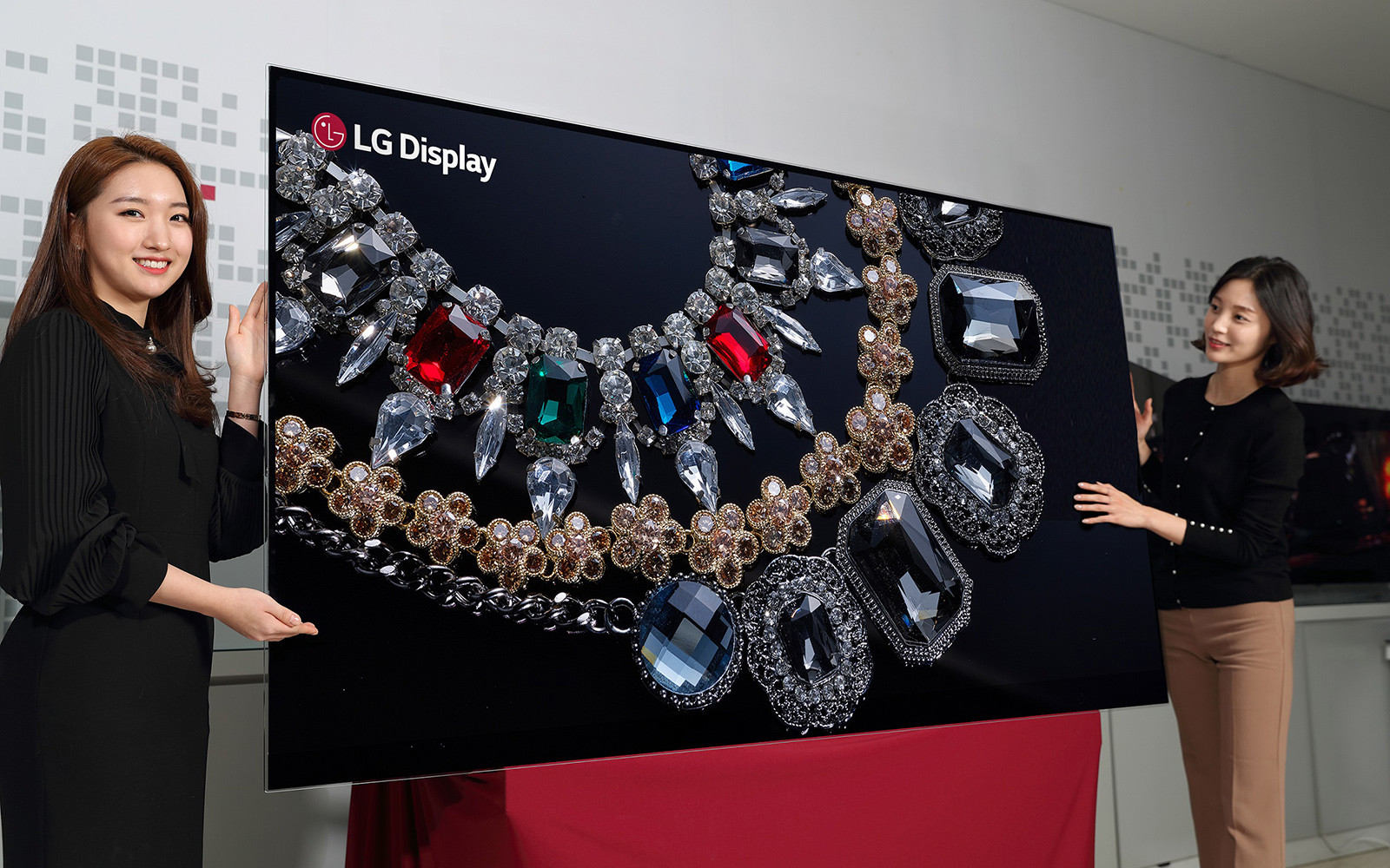 LGD unveils 88-inch 8K OLED display