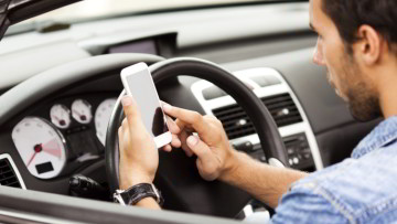1517934880_o-cell-phone-driving-facebook