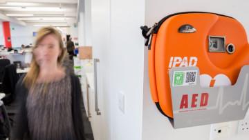1533758306_defibrillator