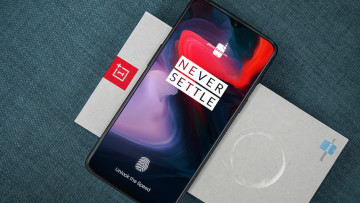 1536193344_our-clearest-look-yet-at-the-oneplus-6t--triple-camera-and-in-display-fingerprint-scanner-in-tow