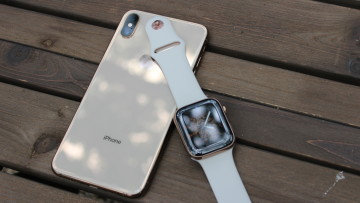 iPhone XS Max and Apple Watch Series 4 with wood background