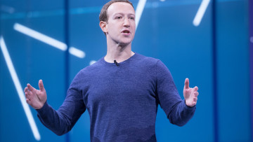 1538126594_mark_zuckerberg_f8_2018_keynote