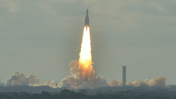 1563070013_ariane_5_lifting_off_from_the_guiana_space_centre_in_kourou,_french_guiana