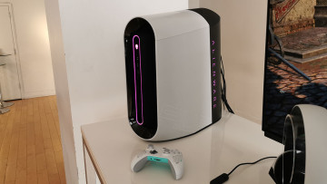Alienware Aurora and white Xbox Wireless Controller