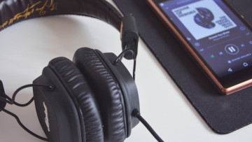 1567815589_beat-headphones-hipster-21022