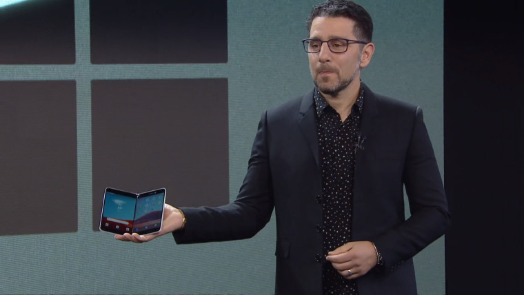 Video shows Microsoft's Surface Duo being used in public - Neowin