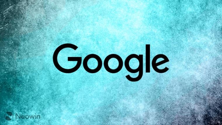 شعار Google على خلفية غائمة زرقاء