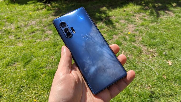 تعيد موتورولا دخول الفضاء الرائد مع هاتفين 5G جديدين smartphones، و Edge و Edge + 1