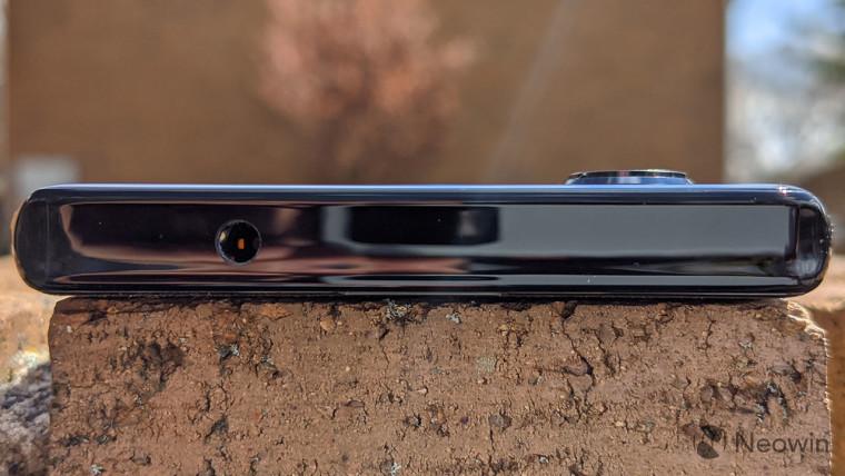 تعيد موتورولا دخول الفضاء الرائد مع هاتفين 5G جديدين smartphones، و Edge و Edge + 4