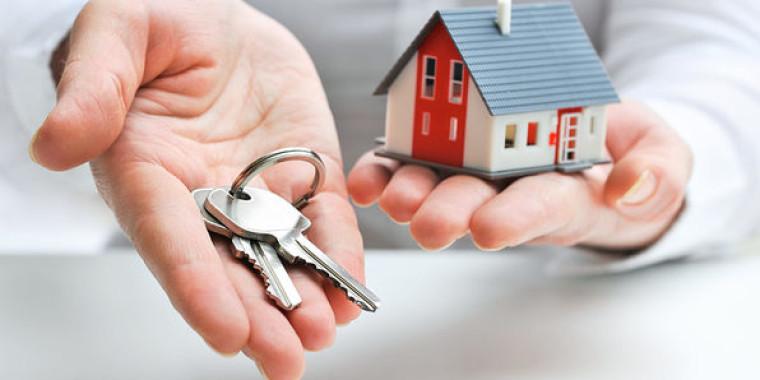 keys and a miniature house