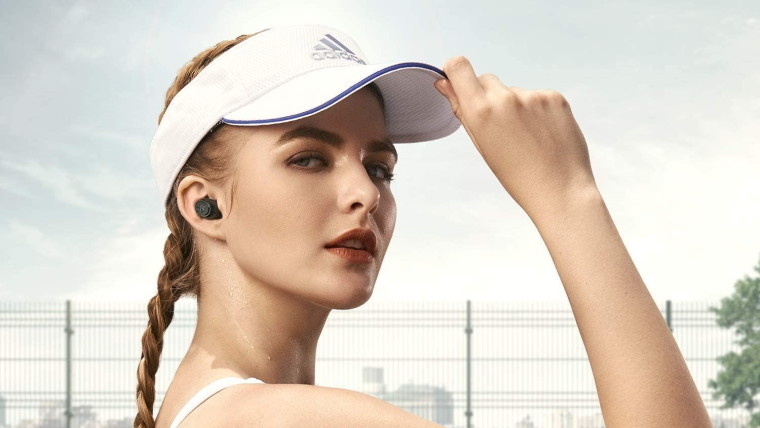 Tennis player woman with earbuds