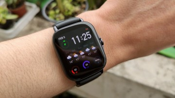 Amazfit GTS 2e watch face with weather forecast, time, and other widgets