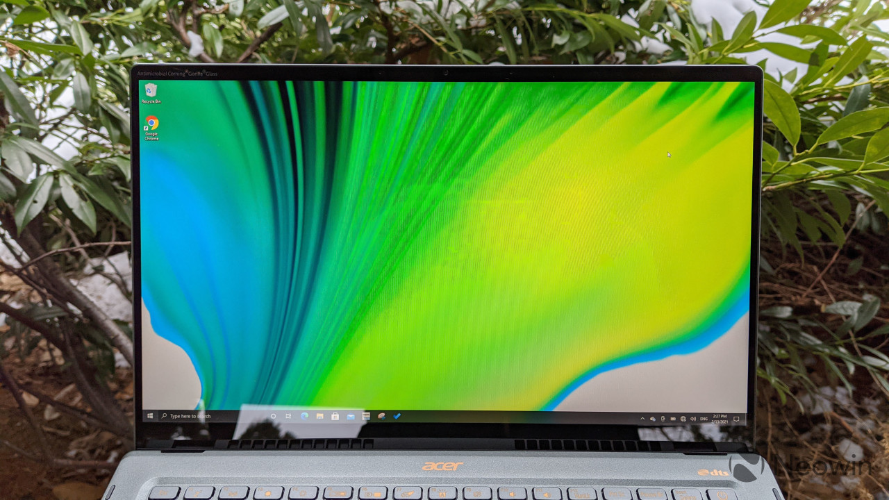 Acer Swift 5 display showing narrow bezels