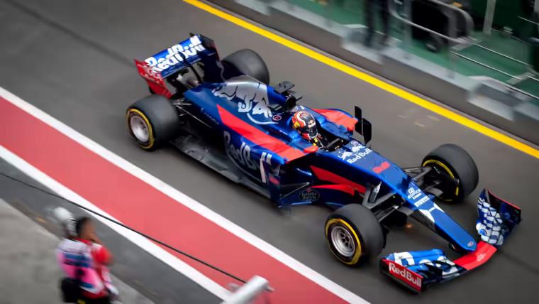 Race car for comparing JPEG to AV1