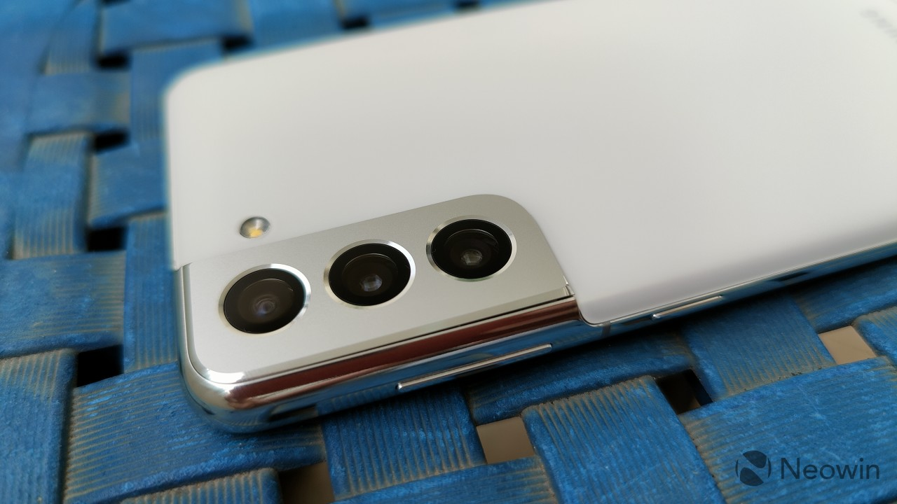 The camera module in the Galaxy S21
