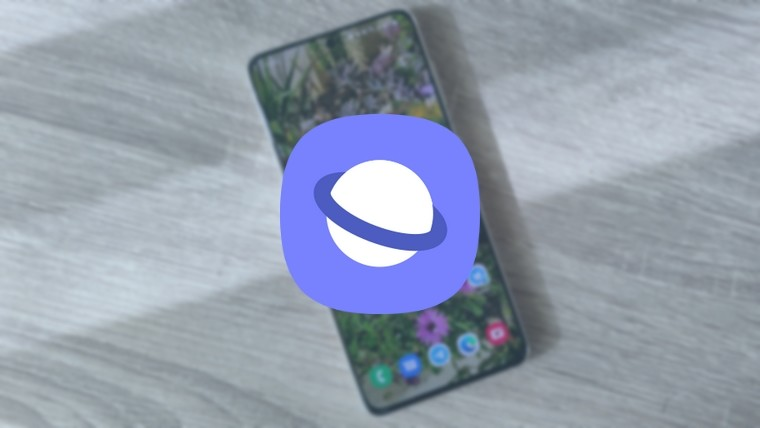 Samsung Internet logo on top of a picture of a Galaxy S21 smartphone