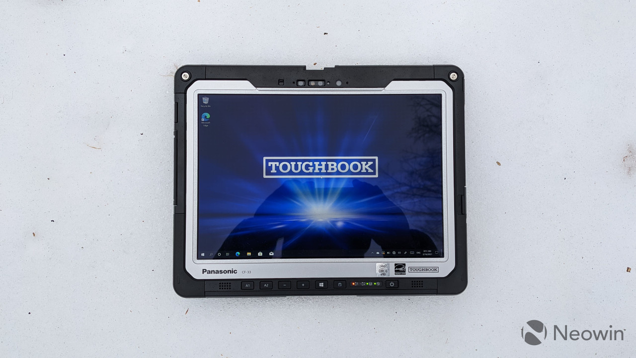 Panasonic TOUGHBOOK 33 display on snow