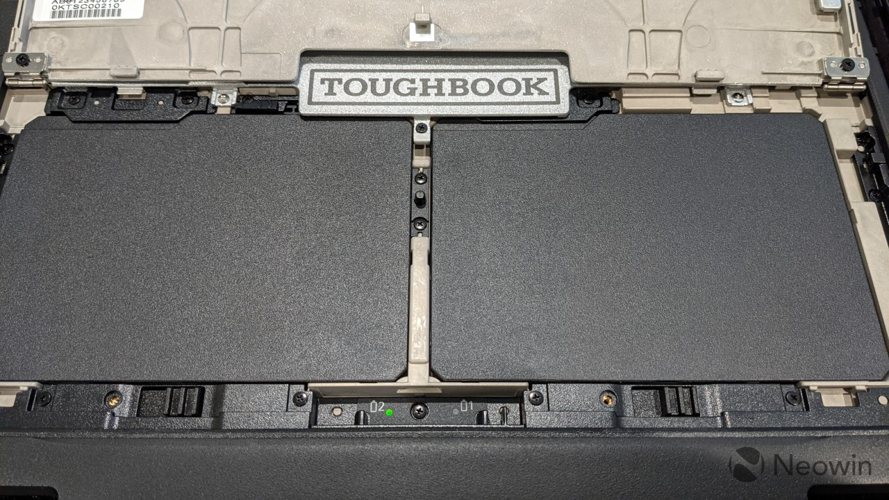 Dual batteries on Panasonic TOUGHBOOK 33