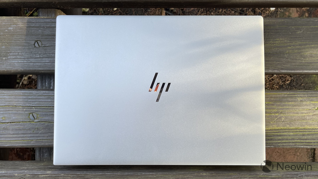 HP Envy 14 closed top-down view