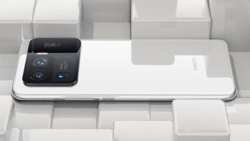 Rear view of Xiaomi Mi 11 Ultra in Ceramic White