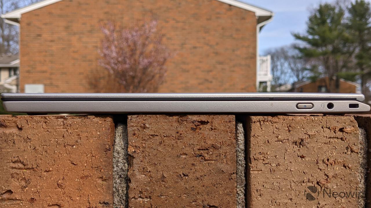 Right side view of ThinkPad X1 Titanium