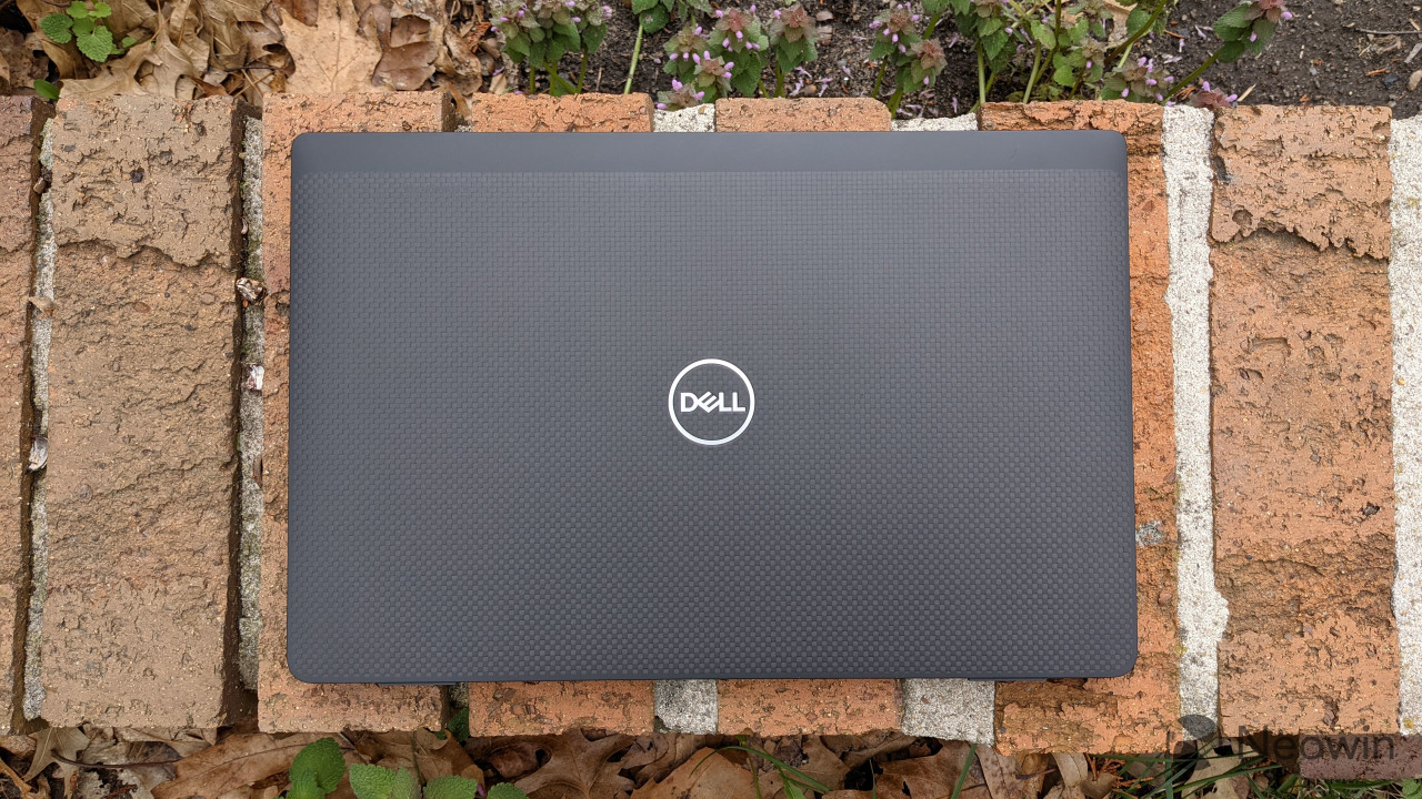 Top-down view of Dell LAtitude 7320