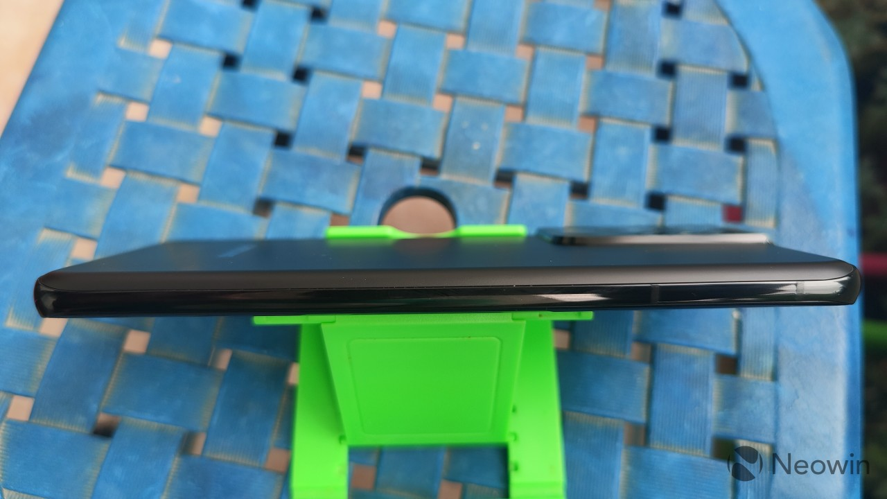 A top-down view of the left side of the frame of Samsung Galaxy S21 Ultra