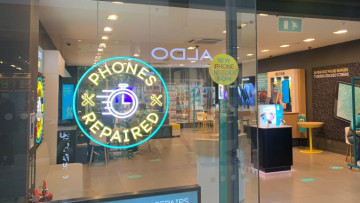 An EE store with a repair logo in the window