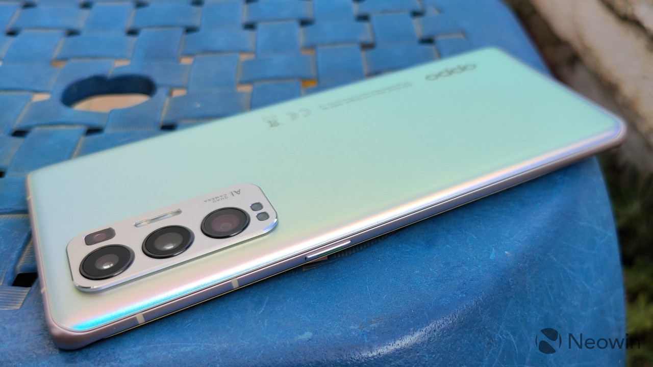 Side view of the right side of the OPPO Find X3 Neo with a power button