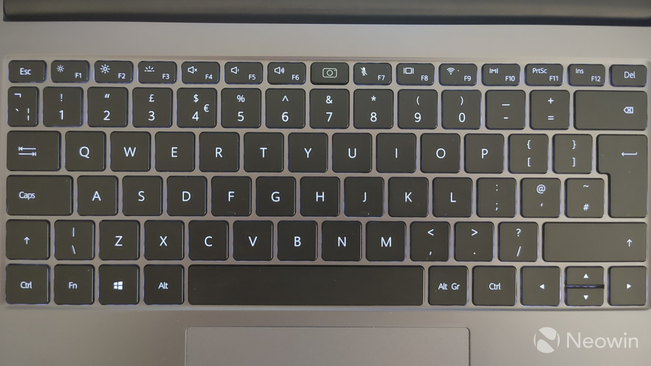 The keyboard on the Honor MagicBook 14 with the backlight enabled